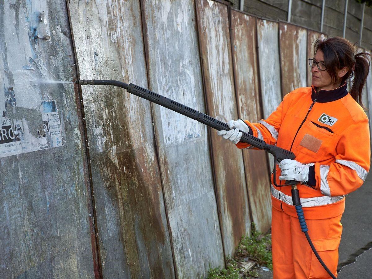 Scritte murarie e manifesti: rimuovere gli elementi di disturbo per una città più ordinata